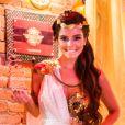 Milena (Giovanna Lancellotti) usou fantasia de grega no baile de carnaval da novela 'Sol Nascente'