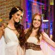 Milena (Giovanna Lancellotti) e Flavinha (Marina Brandão) no baile de carnaval da novela 'Sol Nascente'