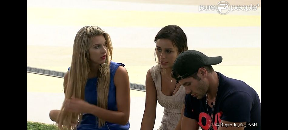 Letícia detona Franciele em conversa com Roni e Tatiele: 'Faz comida e quer que todos achem que fez muito'
