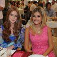 Marina Ruy Barbosa posa ao lado da blogueira de moda Lala Rudge em duranta almoço em São Paulo