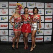 Paloma Bernardi posa com atrizes em camarote antes do desfile da Grande Rio