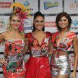 Paloma Bernardi, Monique Alfradique e Julianne Trevisol se encontraram antes do desfile da Acadêmicos do Grande Rio na noite deste domingo, 26 de fevereiro de 2017