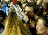 Sabrina Sato beija a mãe e dá selinho em Duda Nagle durante desfile. Veja fotos!