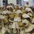 A baiana começou o desfile vestida de lavadeira e representando as águas do Rio São Francisco e a menina baiana de Juazeiro
