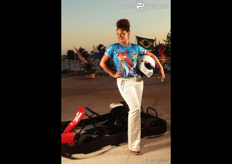 Juliana Alves vai atravessar a Avenida em kart durante desfile da Unidos da Tijuca, em 13 de fevereiro de 2014