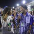 Ronaldinho Gaúchochamou a atenção por não estar usando aliança de noivado, no dedo anelar, após notícias de que ele estaria noivo de Priscilla Coelho