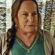 Zelfa (Lucinha Lins) é a serva de Elga (Denise Del Vecchio), na novela 'O Rico e Lázaro'