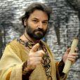 Ezequiel (Licurgo) t orna-se grande profeta após ser levado para o cativeiro, na novela 'O Rico e Lázaro'