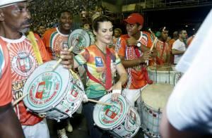 Cleo Pires ataca de ritmista no ensaio da Grande Rio na Marquês de Sapucaí, RJ