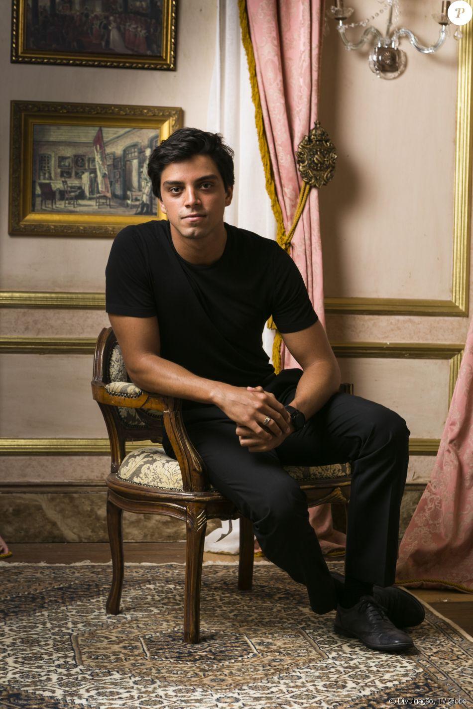 Rodrigo Simas interpreta Piatã, indígena criado por europeus na novela 'Novo Mundo', próxima trama das 18h que estreia no próximo dia 22 de março, na Globo