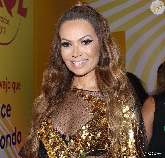 Solange Almeida fica noiva do namorado, Leandro Andriani,após 3 meses de relação: 'Mergulho mesmo'