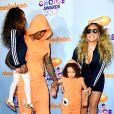 Já Nick Cannon, ex-marido de Mariah Carey, usou um look idêntico ao filho Moroccan, de 5 anos, no Kids' Choice Awards, realizado neste sábado, 11 de março de 2017