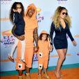 Mariah Carey e o ex-marido, Nick Cannon, combinaram os looks com o dos filhos gêmeos no Kids' Choice Awards, realizado neste sábado, 11 de março de 2017