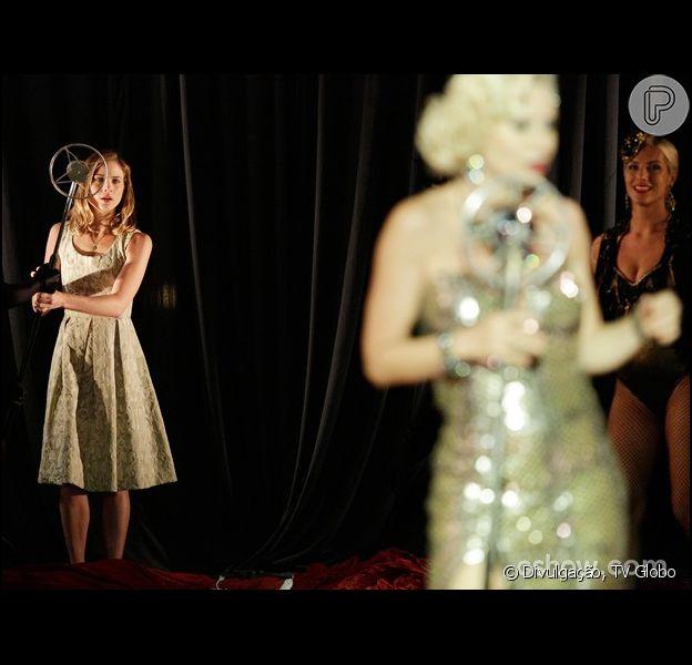 Volpina (Paula Burlamaqui) é desmascarada e Hilda (Luiza Valdetaro) revelada no palco do cabaré, em cena de 'Joia Rara', em 20 de fevereiro de 2014