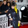 Lily Allen veste Vintage Norrel no BRIT Awards 2014