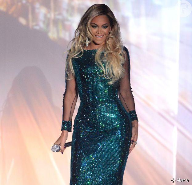 Beyonce veste Vrettos Vrettakos no BRIT Awards 2014, em 19 de fevereiro de 2014