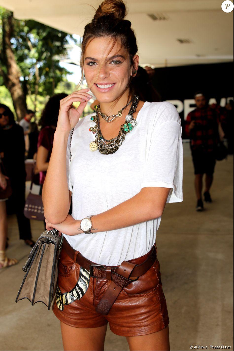 Mariana Goldfarb assistiu aos desfiles do São Paulo Fashion Week, nesta quinta-feira, 16 de março de 2017