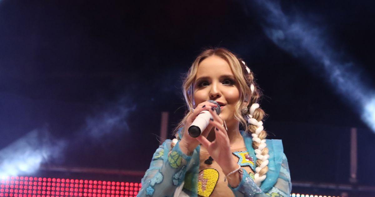 Larissa Manoela fez uma publicação em seu Instagram para anunciar o seu  término com o cantor João Guilherme Ávila - Purepeople 1ca5f674ce