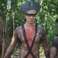 Irritado pela proximidade de Jacira (Giullia Buscacio) e Joaquim (Chay Suede), o índio  Guayi (Diogo Oliviera) convida o artista para um duelo, no capítulo que vai ao ar sábado, dia 1º de abril de 2017, na novela 'Novo Mundo'