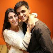 Felipe Simas e Mariana Uhlman fazem festa para comemorar 1 mês da filha, Maria