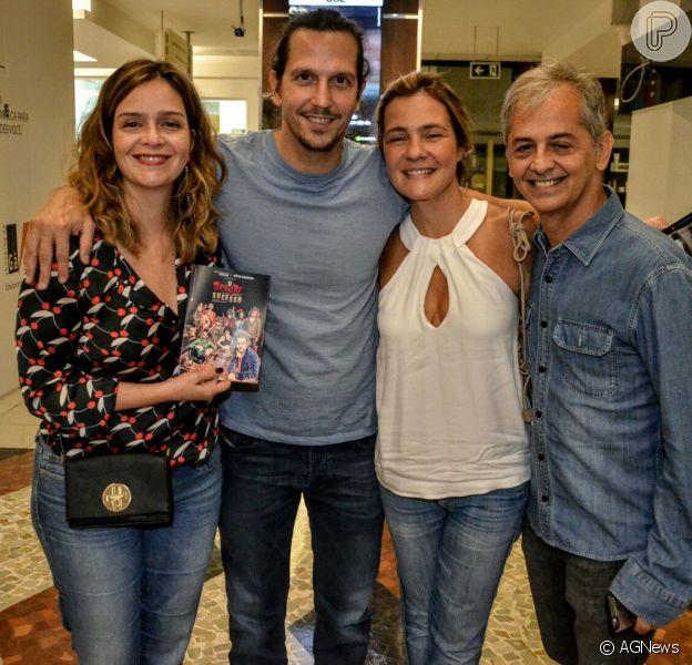 Adriana Esteves e Vladimir Brichta prestigiaram espetáculo de Alexandre Nero no Rio neste sábado, 18 de março de 2017