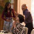 O anúncio da gravidez de Hirô (Carol Nakamura) é dado pela japonesa durante um agitado café da manhã na casa de Tanaka (Luis Melo)