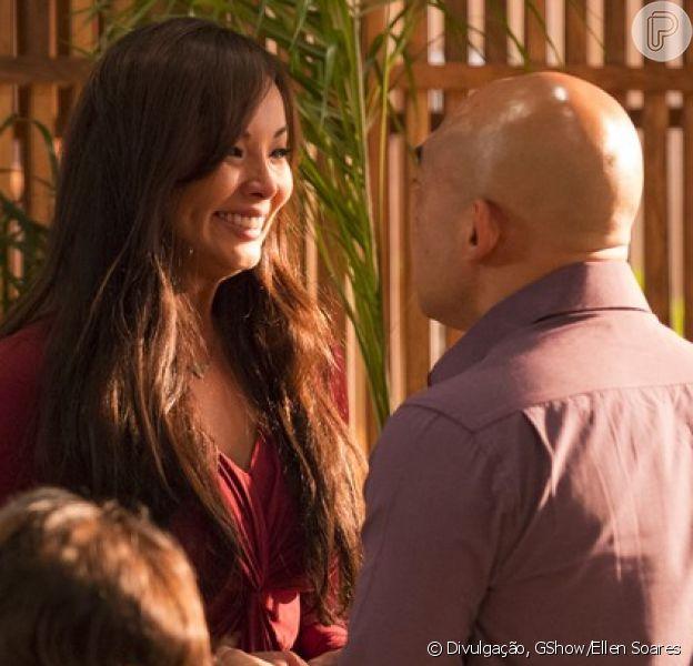 Nos últimos capítulos de 'Sol Nascente', Hirô (Carol Nakamura) anuncia gravidez de trigêmeos