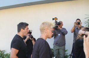Sasha Meneghel acompanha a mãe, Xuxa, em velório do avô no Rio de Janeiro