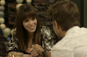Novela 'Rock Story': Nina aproveita namoro midiático com Léo Régis para beijá-lo