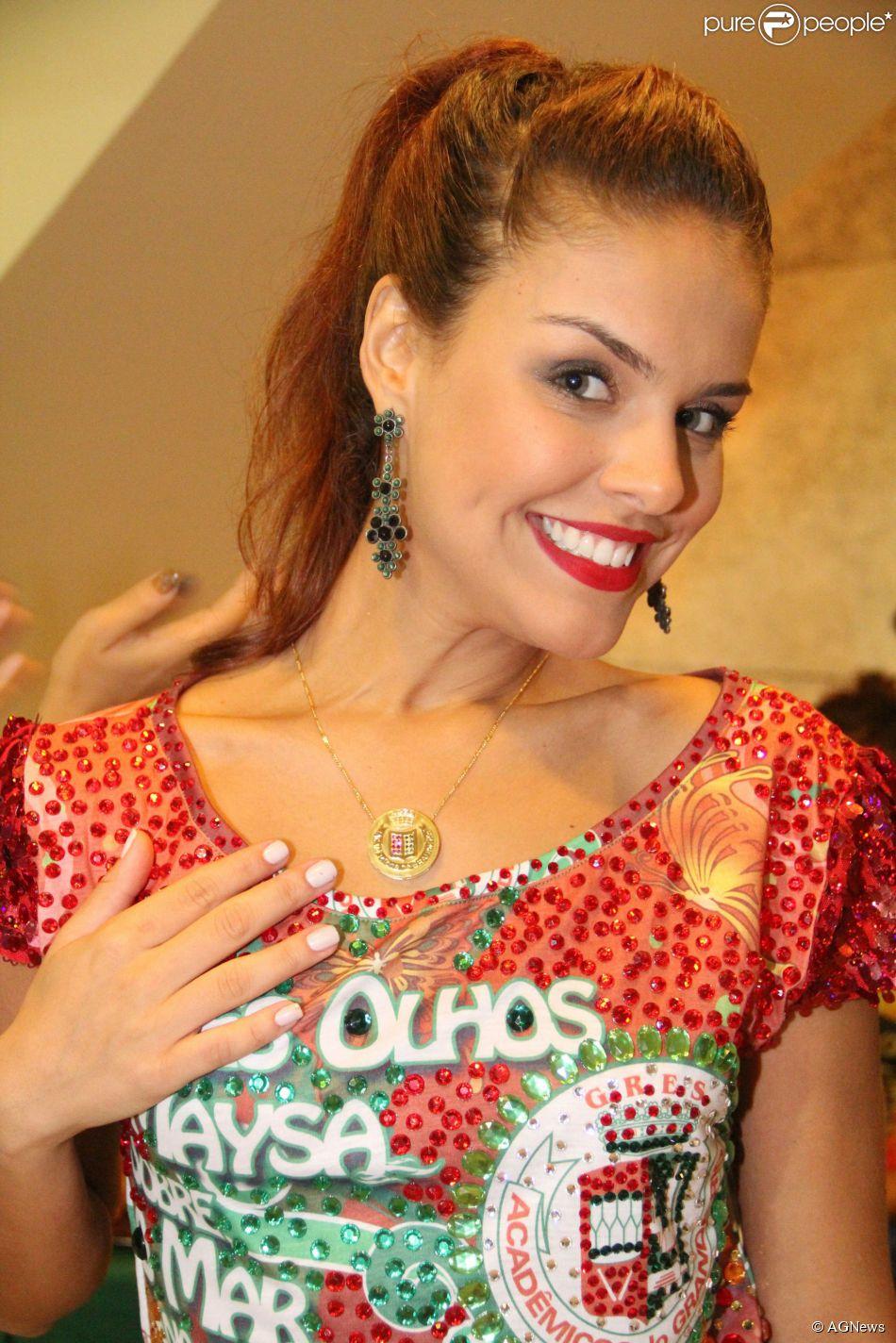 Paloma Bernardi está animada para fazer sua estreia no Carnaval do Rio. Destaque de chão da Grande Rio, a atriz contou, em entrevista à colunista Patricia Kogut nesta segunda-feira, 24 de fevereiro de 2014, que já emagreceu 3 quilos para a folia
