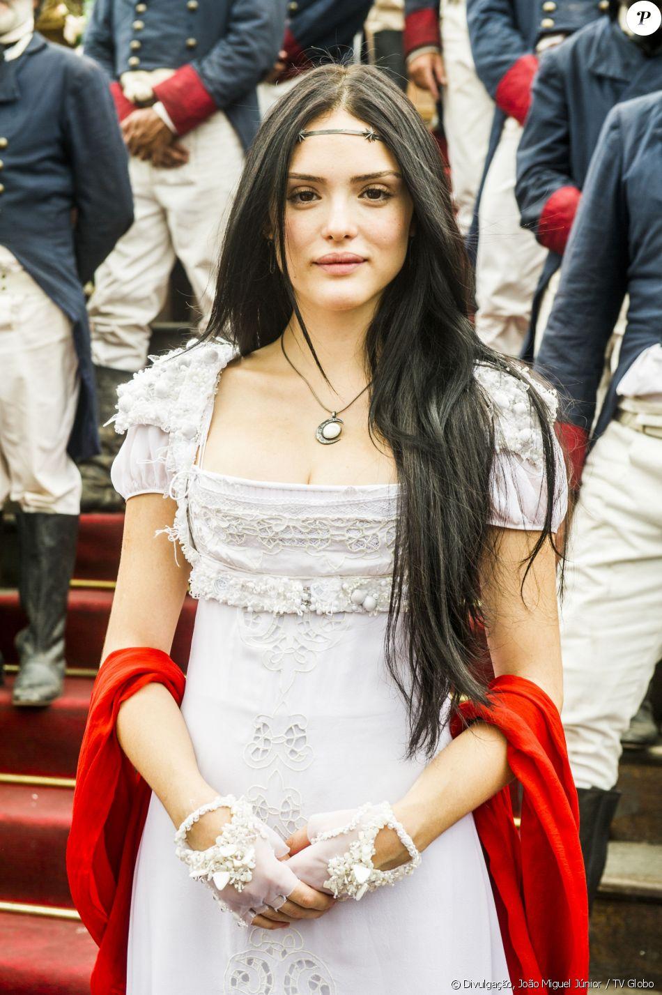 Isabelle Drummond é exaltada na web por personagem Anna em estreia da novela das seis 'Novo Mundo' nesta quarta-feira, dia 22 de março de 2016
