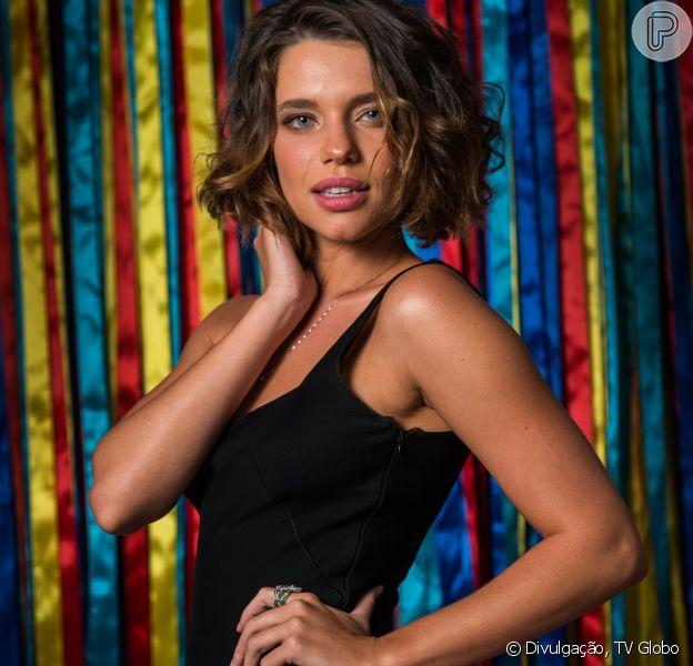Bruna Linzmeyer falou sobre a relação com os pais após o namoro com a cineasta Kity Feó