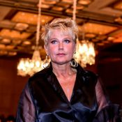 Xuxa posa com blusa transparente e é criticada na web: 'Pai acabou de morrer'