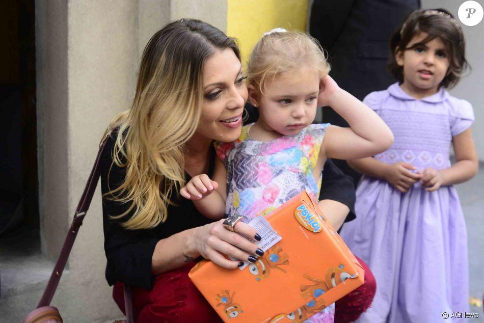 Sheila Mello foi criticada ao vestir a filha, Brenda, com ela em imagem de arquivo, como Marilyn Monroe: 'Tema pesado para uma criança dessa idade'
