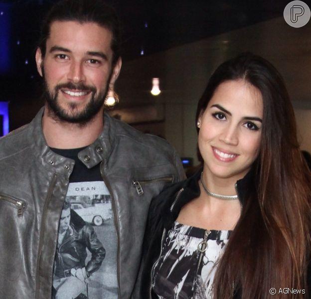 Pérola Faria reata namoro com Bernardo Velasco 11 dias após término e ganha homenagem do ator nesta segunda-feira, dia 27 de março de 2017