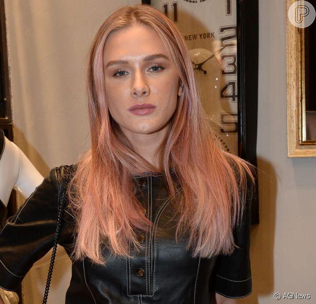 Fiorella Mattheis Apos 12h Em Salao Adota Cabelo Rosa Para Papel Stripper Purepeople