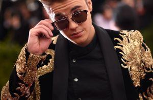 Justin Bieber chega ao Brasil, posta foto e web comemora: 'Uh, papai chegou'