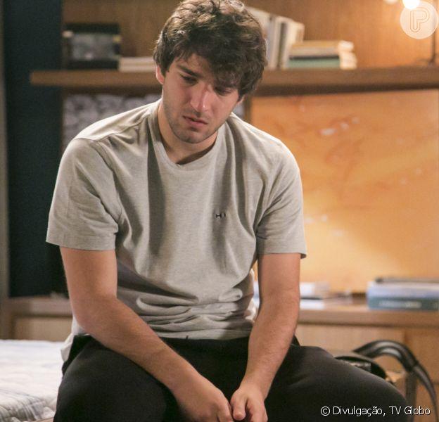 Tiago (Humberto Carrão) desaparece após deixar um bilhete de despedida na novela 'A Lei do Amor'