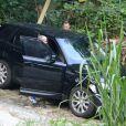 Justin Bieber deixa trilha na Barra com amigo em carro preto