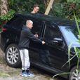 Justin Bieber, após show, faz trilha na Barra e sai do local em carro preto com seguranças