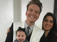 Melinda, filha de Michel Teló e Thais Fersoza, visita pai em estúdio: 'Te amo'