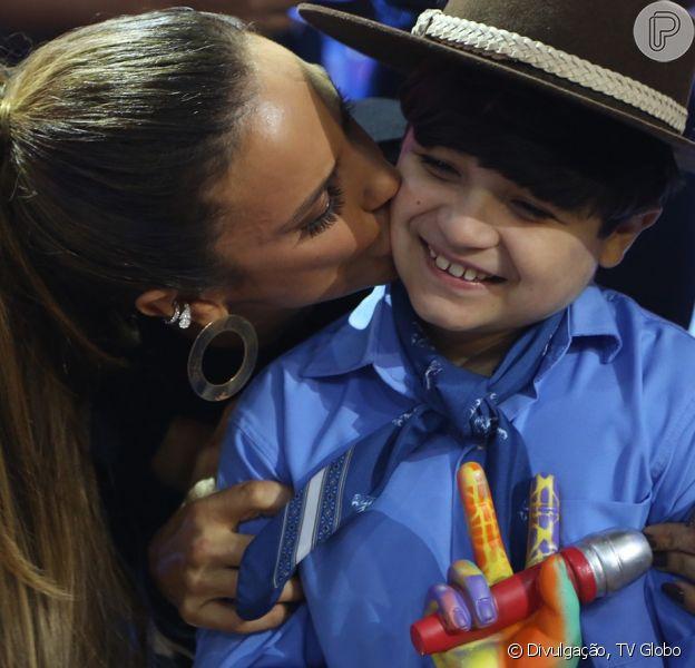 Thomaz Machado vence o 'The Voice Kids' e comemora troféu ao lado de Ivete Sangalo neste domingo, 2 de abril de 2017