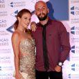 Maíra Charken namora com o coach e atleta Renato Antunes