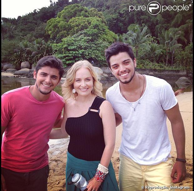 Bruno Gissoni e Rodrigo Simas participam das gravações do 'Estrelas de Verão' em Paraty, no Rio de Janeiro, em janeiro de 2013