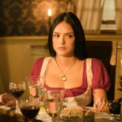 Isabelle Drummond deixa celular aparecer em cena 'Novo Mundo', novela de época