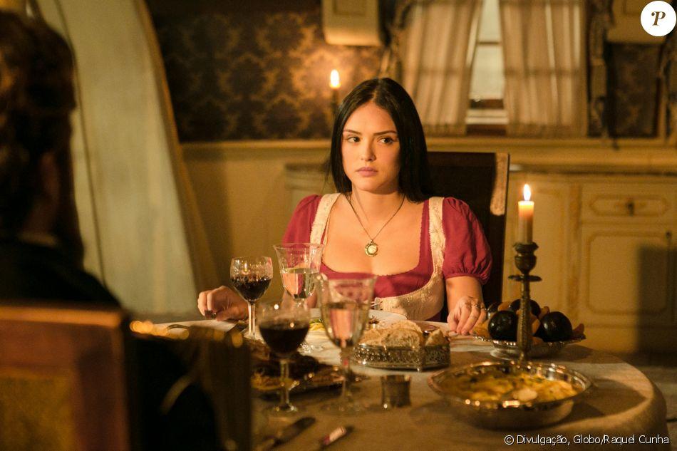 Isabelle Drummond deixa celular aparecer em cena 'Novo Mundo', novela de época, no capítulo desta segunda-feira, dia 10 de abril de 2017