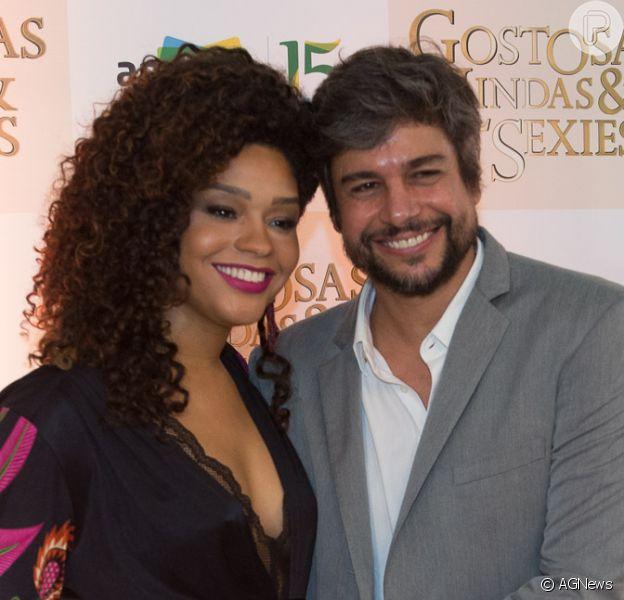 Juliana Alves exibiu a barriguinha de grávida na pré-estreia do filme 'Gostosas, Lindas e Sexies', na noite desta terça-feira, 11 de abril de 2017