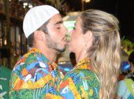 Luana Piovani beija Pedro Scooby durante desfile da Mocidade Independente