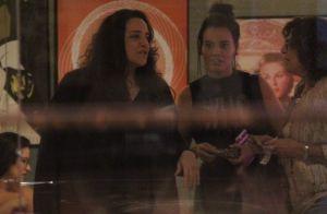 Ana Carolina e namorada, Leticia Lima, vão juntas a restaurante no Rio. Fotos!