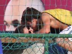 Francisco Vitti beija Amanda de Godoi em jogo após casal romper namoro. Fotos!